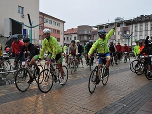 Soykırımı anan bisikletçilere saldırdılar