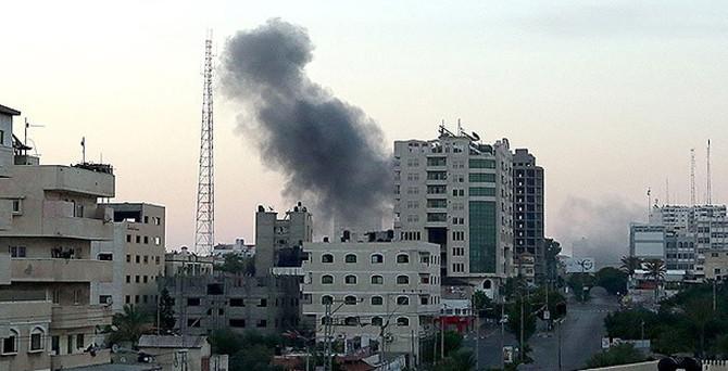 İsrail hükümet binalarını bombaladı
