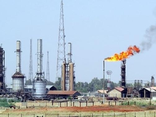 Irak ordusu Kayara rafinerisini vurdu