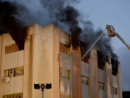 Zeytinburnu'nda kimyasal madde deposunda yangın