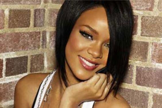 Şimdi de Rihanna için savaş açtılar