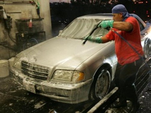 California'da sokakta araba yıkayana 500 dolar ceza