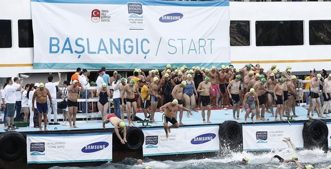 Bin 749 kişi Boğaz'ı yüzerek geçti