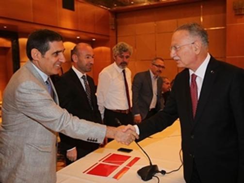 İhsanoğlu gazetecilerle buluştu