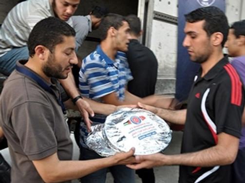 TİKA, Gazze'de 15 bin iftarlık dağıttı