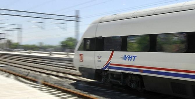 Demiryoluna vinç düştü, YHT seferleri iptal edildi!