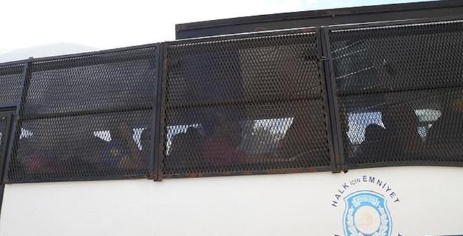 8 polis tutuklandı
