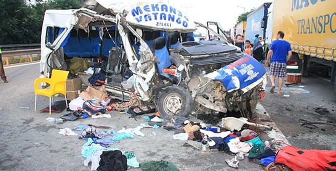 Düğüne giden midibüs kaza yaptı: 20 yaralı