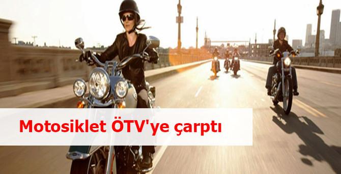 Motosiklet ÖTV'ye çarptı