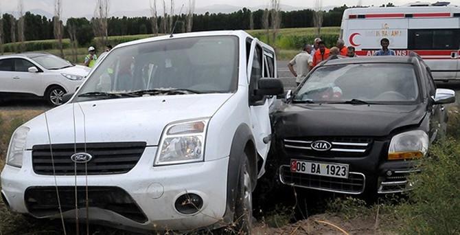 Milletvekilleri kazada yaralandı