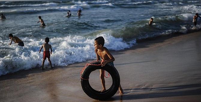 Gazzeliler ateşkesin ardından sahile indi