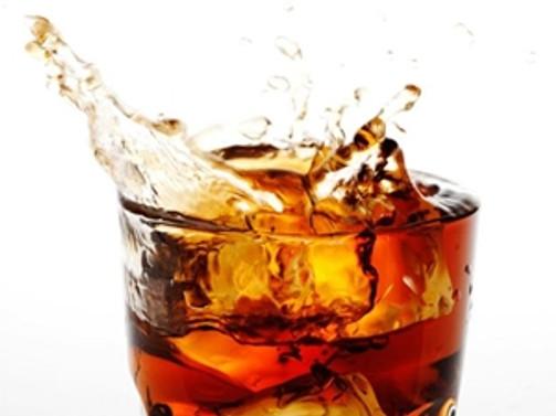 Gazlı içecekler 30 saniyede dişe zarar veriyor