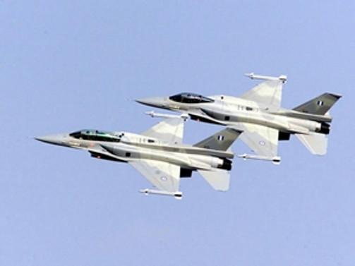 Yunan savaş uçaklarından taciz