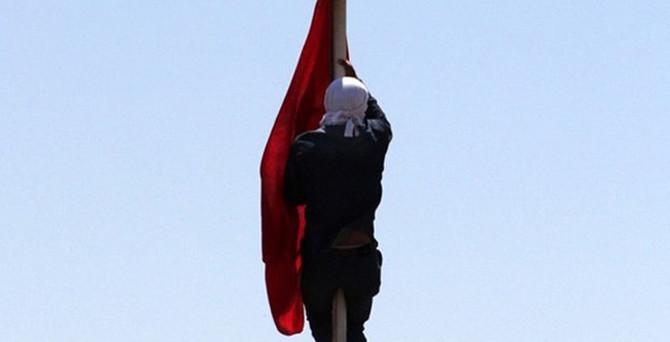 Diyarbakır'da Türk bayrağını indiren kişi yakalandı