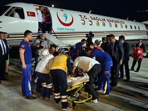 Yaralı Filistinliler Türkiye'ye getirildi