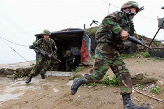 Japonya Çin Denizi'ne asker konuşlandırıyor