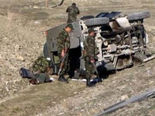 Kars'ta kaza: 12 asker yaralı