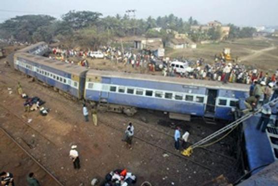 Hindistan'da tren kazası : 21 ölü