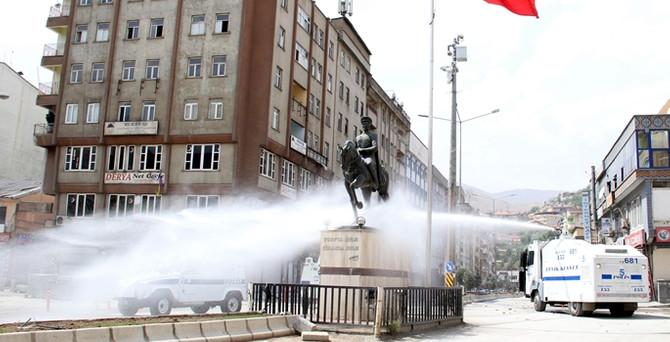"""Lice'de """"Atatürk heykeli""""ne saldırı"""