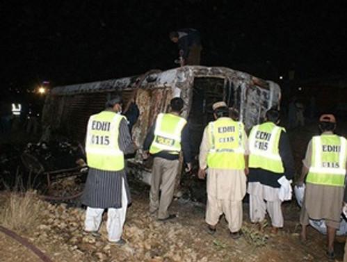 Hindistan'da otobüs kazası: 22 ölü