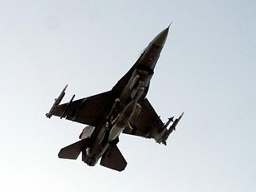 Uçakta olay çıkarınca savaş uçakları havalandı