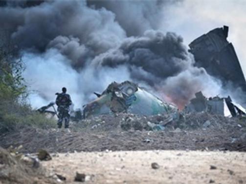 Yunanistan'da askeri uçak düştü