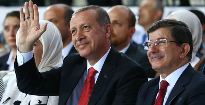 Başbakanlık vekaletini Davutoğlu'na verdi