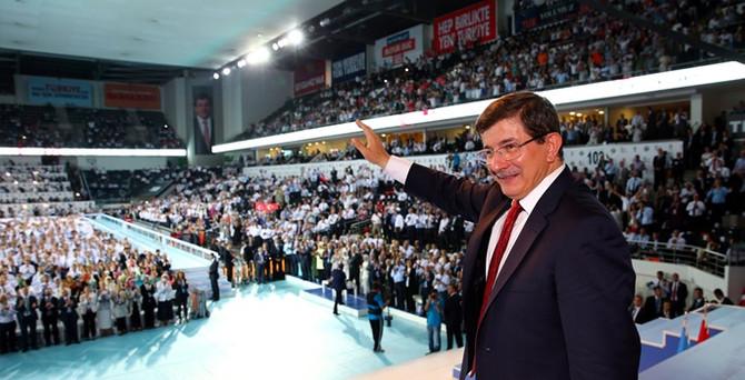 AK Parti'nin yeni genel başkanı Davutoğlu