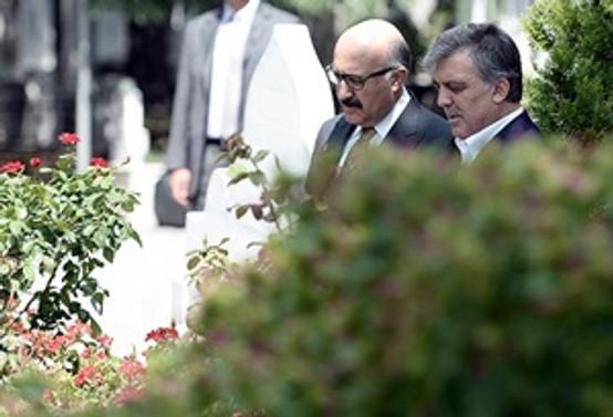 Gül, Erbakan'ın mezarını ziyaret etti