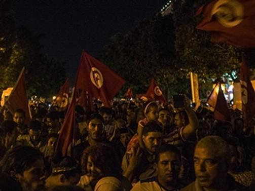 Tunus karanlığa gömüldü
