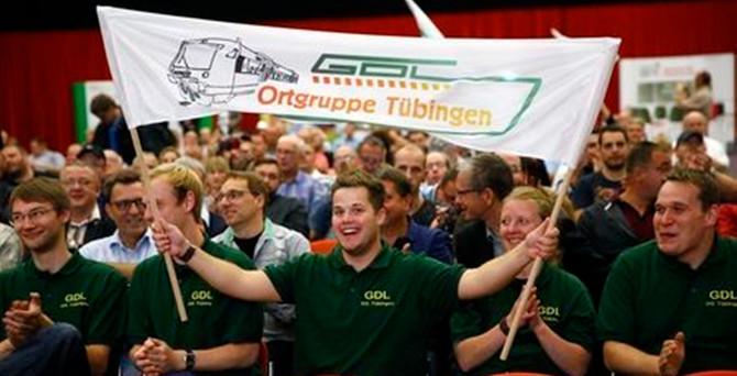 Almanya Demiryolları çalışanları iş bıraktı