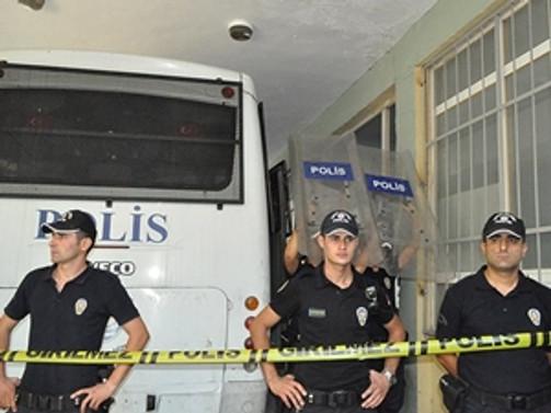 Antalya'da 14 polis memuru gözaltına alındı