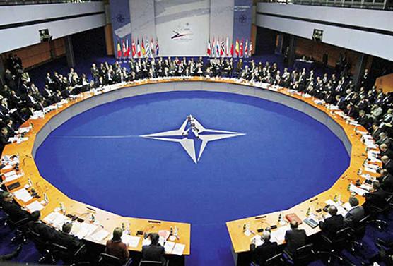 NATO Zirvesi'ne Davutoğlu ve Gönül'de katılacak