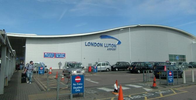 Londra Havalimanı'nda 'şüpheli paket' alarmı