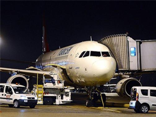 Yolcu uçağı Antalya'ya zorunlu iniş yaptı