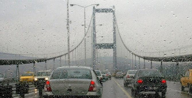 Yağmur, İstanbul trafiğini vurdu!