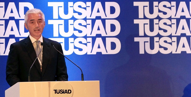 """""""Çift haneli faiz, Türkiye'yi kısır döngüye sokar"""""""