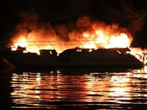 Dragos Yat Limanı'nda yangın!