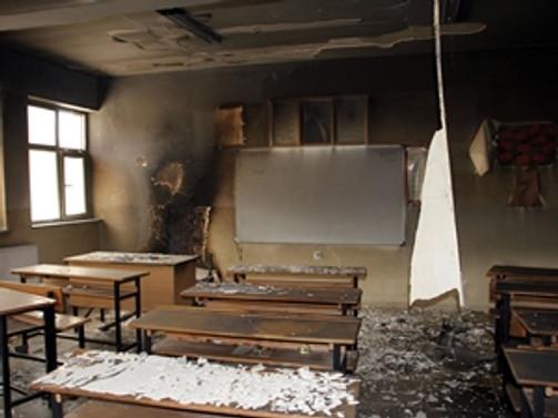 Yüksekova'da iki okul ateşe verildi