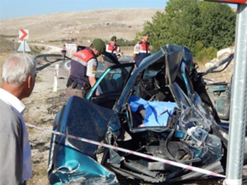 Otomobil servis minibüsüyle çarpıştı: 4 ölü