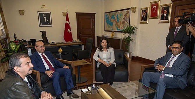 Akdoğan, HDP heyetiyle görüştü