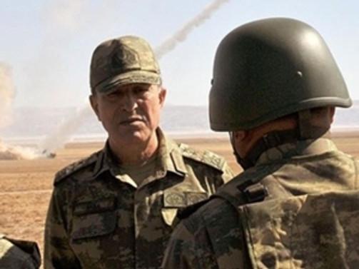 Orgeneral Akar sınırda birlikleri denetliyor