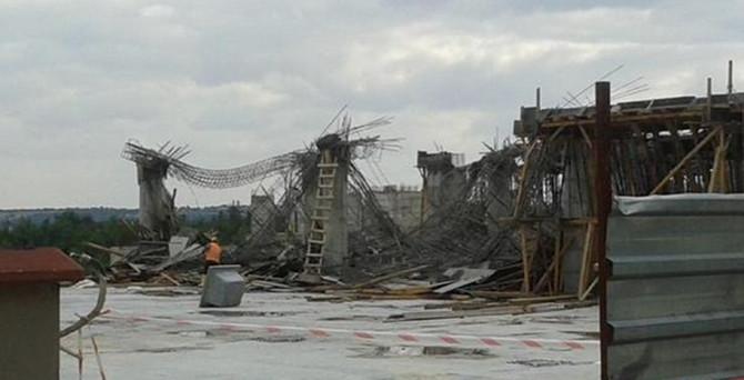 Rektörlük binası çöktü: 2 işçi yaralı