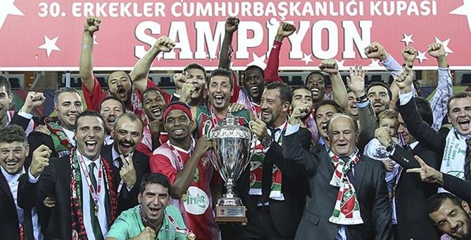 Baskette en büyük kupa Pınar Karşıyaka'nın