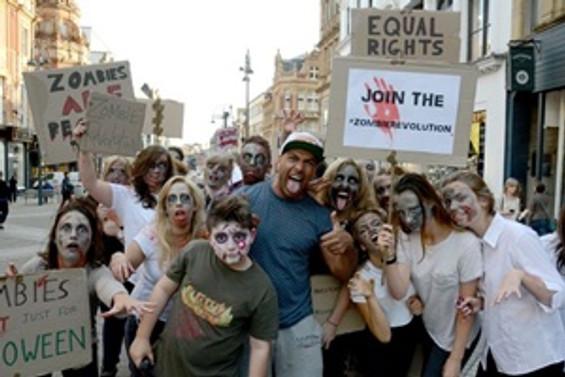 Londra sokaklarında 'zombi' istilası