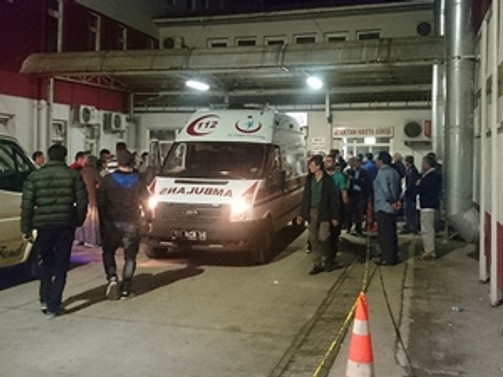 Minibüs uçuruma yuvarlandı: 10 yaralı