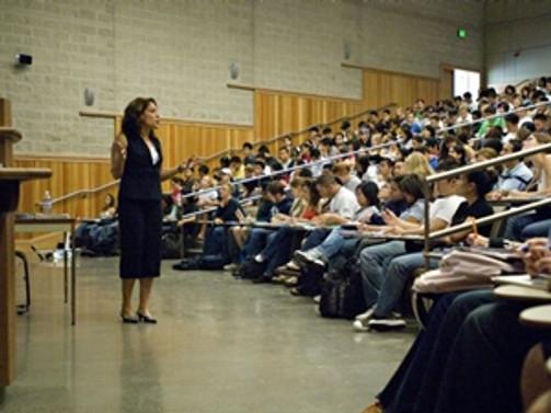 20 üniversiteliye bir akademisyen düşüyor