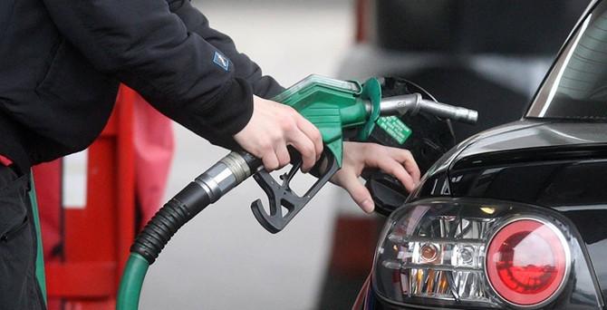 Petrol fiyatları 4 ayda yüzde 30 düştü