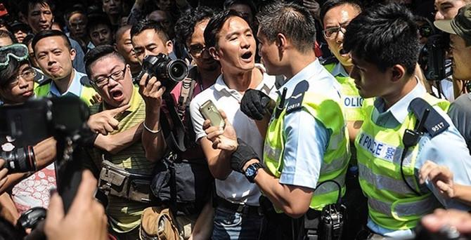 Hong Kong polisi yine güç kullandı