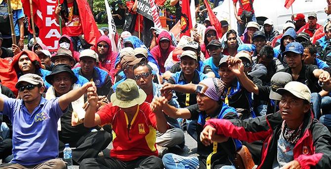 Bu ülkede 2 milyon işçi grevde!